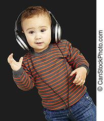 agai, fejhallgató, zene hallgat, portré, imádnivaló, kölyök
