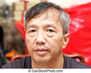 age moyen, homme asiatique