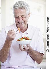age moyen, manger, salade, homme