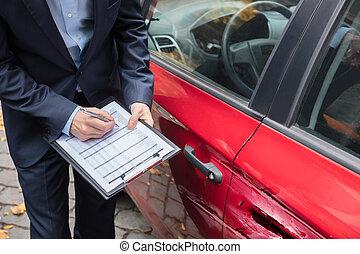agent assurance, examiner, voiture, après, accident