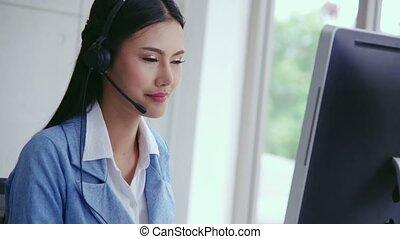 agent, conversation, soutien, ou, client, centre, téléphone., casque à écouteurs, appeler