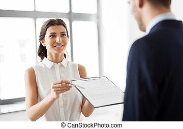 agent immobilier, client, projection, document, contrat