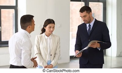 agent immobilier, dossier, clients, documents, projection