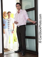 agent immobilier, projection, couple, autour de, propriété