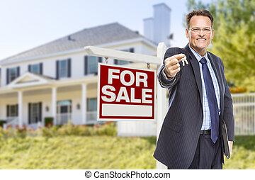 agent, met, sleutels, voor, verkoop teken, en, woning