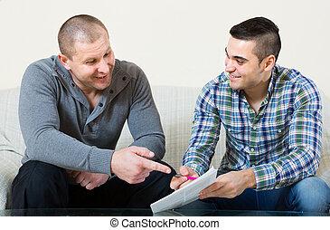 agente, e, cliente, con, documenti, a casa