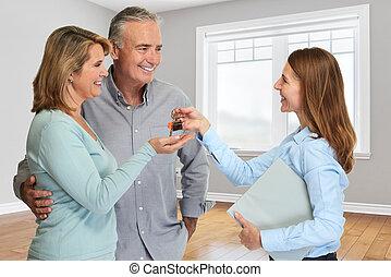 agente immobiliare, coppie maggiori