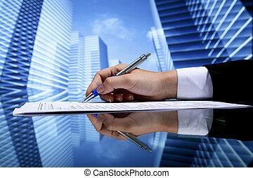 agente immobiliare, firmando contratto
