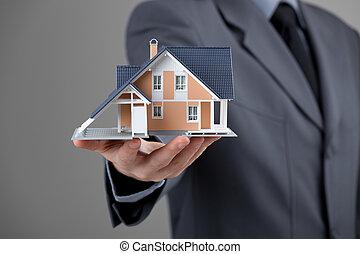 agente inmobiliario, con, casa