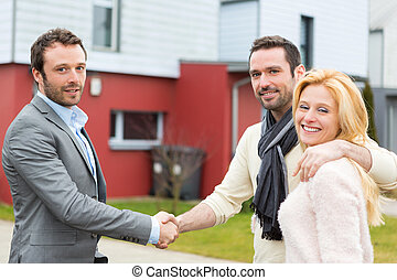 agente inmobiliario, entrega, llaves, a