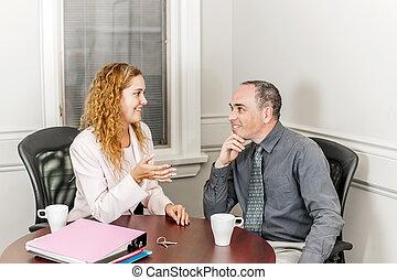 agente inmobiliario, hablar, cliente