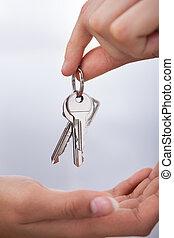 agent's, kéz, odaad, új családi, kulcsok, fordíts, nő