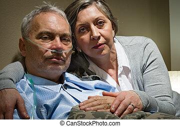 aggódó, idősebb ember, feleség, birtok, neki, beteg, férj