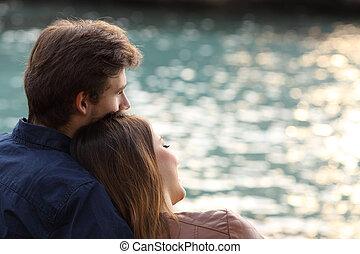 agganciare abbracciare, e, osservare, il, mare, spiaggia