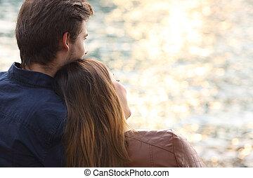 agganciare abbracciare, e, osservare, tramonto, spiaggia