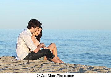 agganciare abbracciare, seduta, sabbia