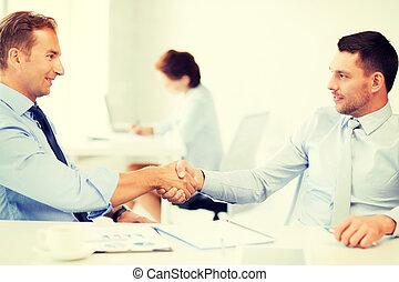 agitação, homens negócios, escritório, mãos