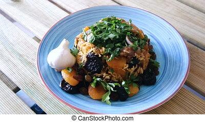 agneau, piquant, oriental, épices, raisins secs, pruneaux, abricots, pilaf, séché