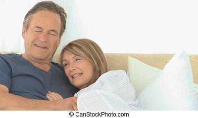 agréable, couple, sur, leur, lit