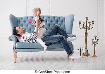 agradável, bonito, pai, segurando, seu, filha