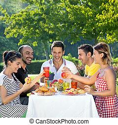 agradável, compartilhar, amigos, multiethnic, refeição