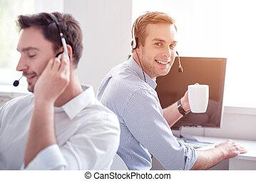agradável, homem, trabalhando, em, escritório