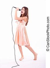 agradável, menina adolescente, com, microfone, cantando