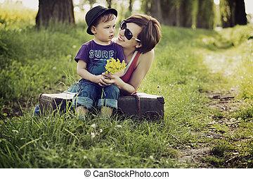 agradable, imagen, de, madre e hijo, en, el, pradera