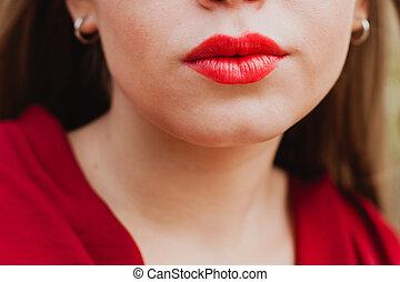agradable, mujer, labios, pintado, rojo