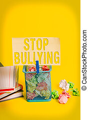 agressif, éliminer, yellow., bullying., showcasing, bureau, ...