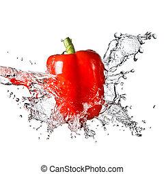 agua dulce, salpicadura, en, rojo, pimienta dulce, aislado,...