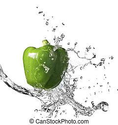 agua dulce, salpicadura, en, verde, pimienta dulce, aislado,...