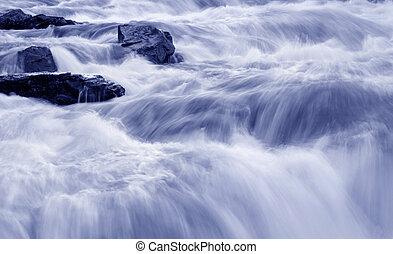 agua que se apresura