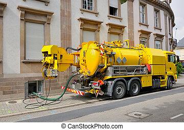 aguas residuales, camión, trabajando, en, urbano, ciudad, ambiente