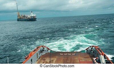 AHTS vessel doing static tow tanker lifting. Ocean tug job -...
