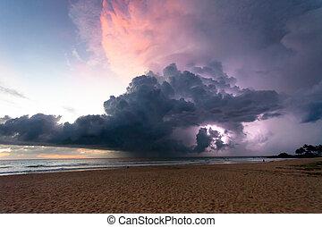 ahungalla, sandstrand, sri lanka, -, donner, und, blitz, während, sonnenuntergang, strand, von, ahungalla