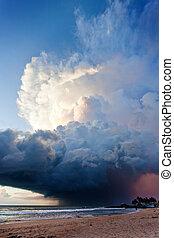 ahungalla, sandstrand, sri lanka, -, eindrucksvoll, atmosphäre, störung, während, sonnenuntergang, strand, von, ahungalla
