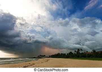 ahungalla, sandstrand, sri lanka, -, eindrucksvoll, gewitter, während, sonnenuntergang, strand, von, ahungalla