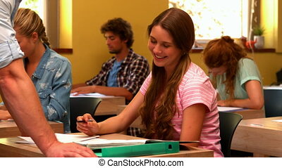 aidé, étudiant, prof, être, heureux
