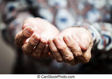 aide, nourriture, mendiant, personne, mains, personne agee, ou