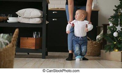 aide, prendre, étapes, mère, bébé, premier
