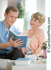 aider, caregiver, mâle, femme aînée
