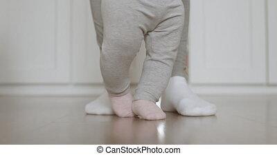 aider, elle, mère, bébé, steps., premier