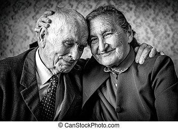 aimer, beau, retraite, romantique, forever., concept., couple., hugging., autre, chaque, personne agee, aimer couple, heureux