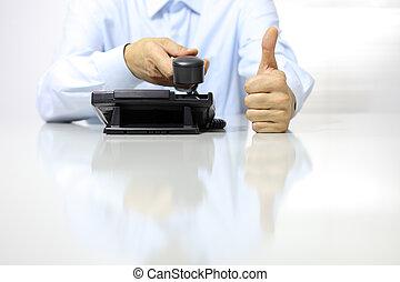 Images et photos de business homme pouces haut 25 images for Bureau de licence