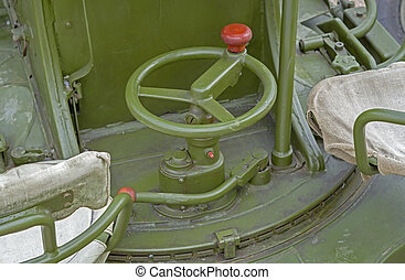 Aiming system on military cannon