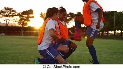 air, football, femme, field., applaudissement, bras, 4k, joueurs