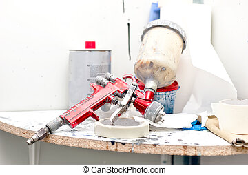Airbrush or paint spray gun for painting cars