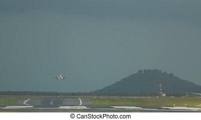 Airbus 320 landing, Phuket airport - Airbus 320 landing, hot...