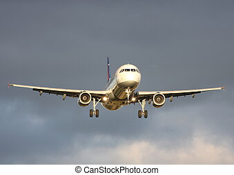 airbus A-320 - A320 COMING IN FOR LANDING